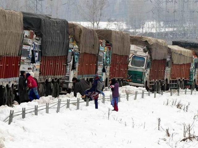 Snowfall in Kashmir Valley, road, air links snapped