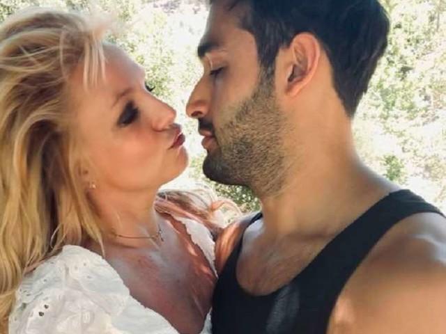 अपने से 12 साल छोटे इस शख्स से ब्रिटनी स्पीयर्स ने की सगाई, दो शादियां तोड़ रह चुकी हैं चर्चा में
