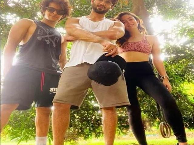 Mira Rajput Kapoor, शाहिद कपूर और ईशान के साथ शेयर किया सोशल मीडिया पर फोटो, बनाई 'ड्रीम टीम'