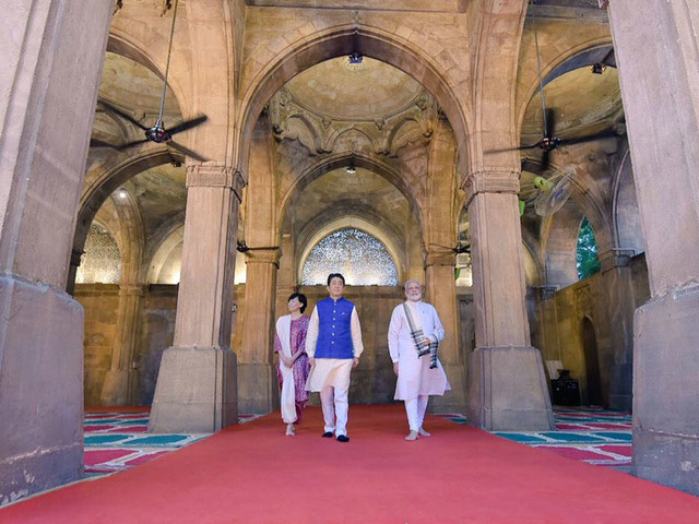Modi, Abe visit historic mosque in Ahmedabad
