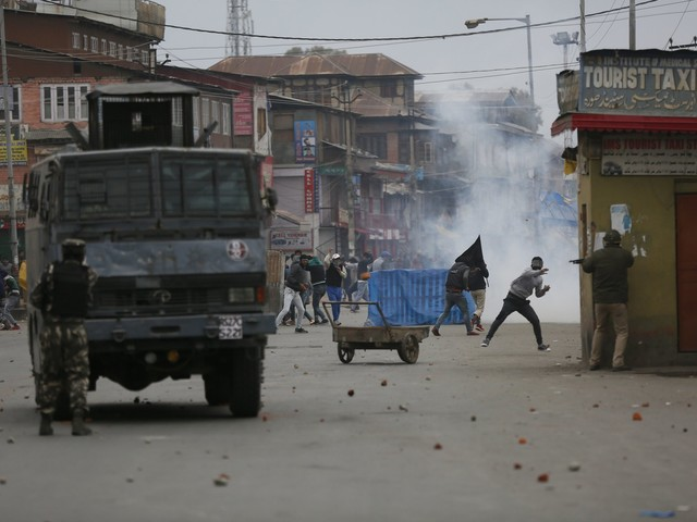 Fighting in Kashmir city leaves 3 combatants, civilian dead