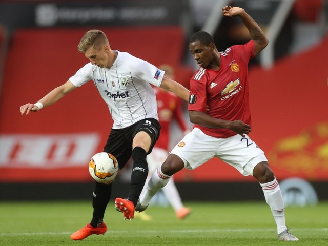 Below-strength Man United move into Europa League last eight