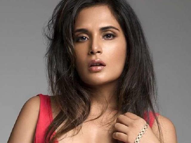 Richa Chadha को आया गुस्सा, रेस्टोरेंट में साड़ी पहनकर नहीं जाने देने पर कहीं यह बात, वायरल हुआ वीडियो
