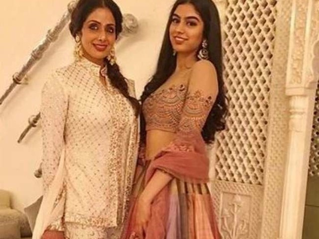 Sridevi की बेटी खुशी कपूर ट्रांसपेरेंट ड्रेस की वजह से हुईं Oops मोमेंट का शिकार, यूजर ने कहा- 'सारी हदें पार कर दी...'