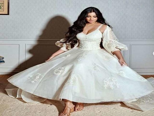 Rhea Kapoor रिसेप्शन गाउन में आई नजर, तस्वीर शेयर कर कही ये बात