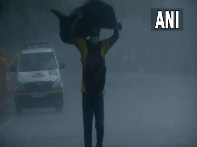 Weather Updates: उत्तर भारत में आज भी बारिश की संभावना, मौसम विभाग ने कहा- मानसून की वापसी में है विलंब