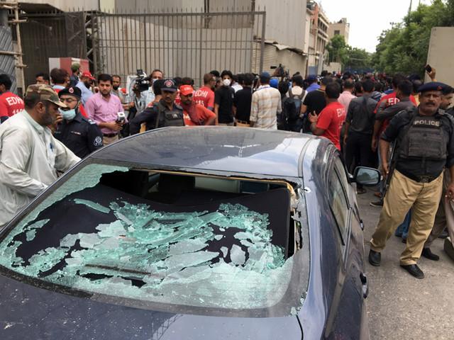 Pakistani stock exchange in Karachi under attack, six including gunmen killed