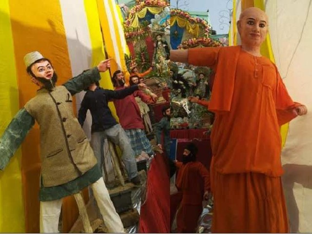 दुर्गा पूजा पंडाल में 'योगी-ओवैसी' की ललकार