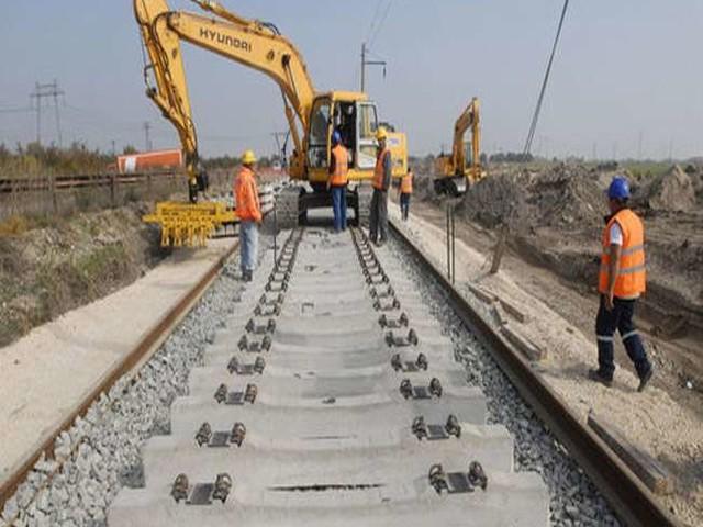 व्यस्ततम ट्रैक पर अब फर्राटे से दौड़ेंगीं यात्री ट्रेन, फ्रेट गलियारे पर नवंबर से चलेंगी मालगाड़ियां
