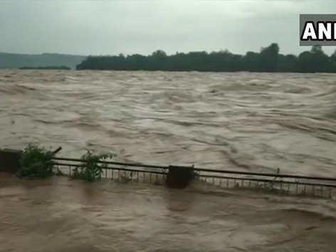हिमाचल: बारिश में 16 मरे, सड़क-ट्रेन रूट ठप