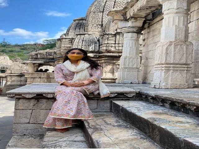 Sara Ali Khan ने शेयर की राजस्थान ट्रिप की तस्वीरें, मंदिर जाकर किए माता के दर्शन