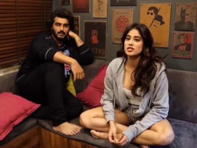 Arjun Kapoor ने जाह्नवी कपूर के नहाने से जुड़ी एक अजीब आदत का किया खुलासा, कहा, 'वो सूटकेस लेकर...', देखें वीडियो