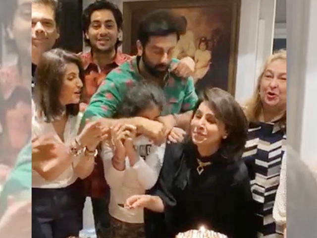 Take a look at Neetu Kapoorâs birthday bash with Ranbir Kapoor Karan Johar and others