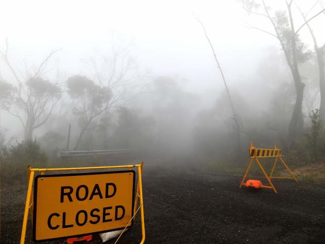 Australian bushfires ease, promise reprieve to build defences