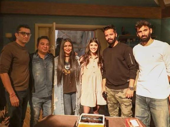 Sanjana Sanghi Film Om: The Battle Within Begins: संजना संघी ने आदित्य राय कपूर के साथ फिल्म की शूटिंग की शुरू