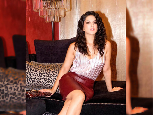 Hot! Sunny Leone's sizzling picture