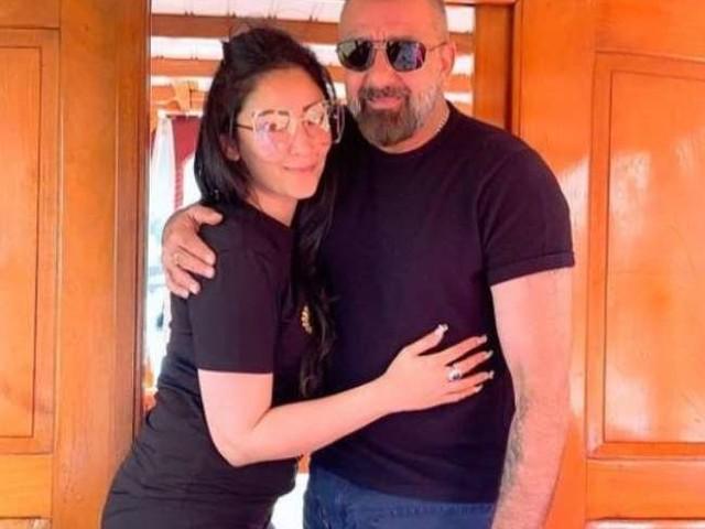 Sanjay Dutt की पत्नी मान्यता दत्त की ग्लैमरस तस्वीर हुई वायरल, पोज देने के अंदाज ने फैंस को किया दीवाना