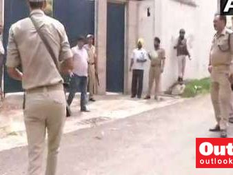 Man Forcibly Tries To Enter Farooq Abdullah's Residence, Shot Dead