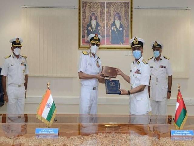 समुद्री सुरक्षा सहयोग बढ़ाने के लिए भारत और ओमान के बीच समझौता, नौसेना प्रमुख ने किए हस्ताक्षर