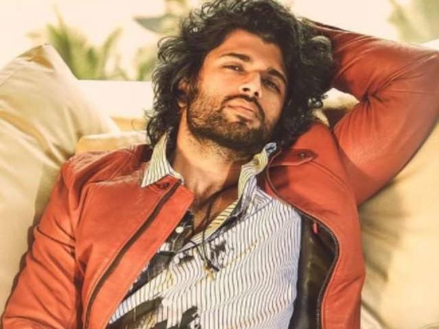 Vijay Deverkonda ने मां माध्वी देवरकोंडा को जन्मदिन पर दिया ऐसा गिफ़्ट, आंखें खुली रह जाएंगी...