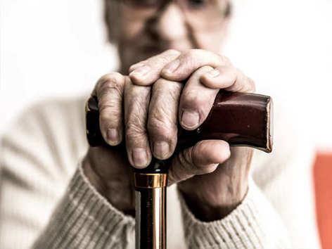 अनुमान से ज्यादा तेजी से बढ़ी बुजुर्गों की संख्या