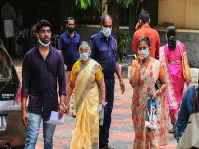 निपाह वायरस से दम तोड़ने वाले के घर पहुंची केंद्रीय टीम, संक्रमण की पहचान के लिए फलों के सैंपल लिए