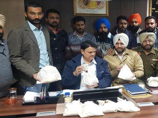 भारत-पाकिस्तान पंजाब सरहद से 15 करोड़ की हेरोइन समेत दो तस्कर काबू