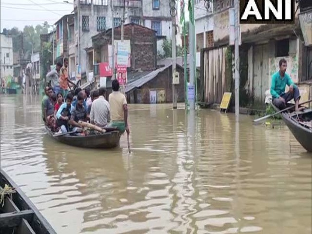 बाढ़ से बेहाल है पश्चिम बंगाल, कई इलाके हैं जलमग्न; आज भी बारिश की संभावना