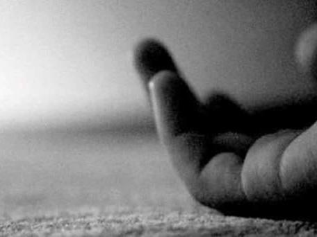 പിതാവ് മകളെ വിഷം നല്കി കൊലപ്പെടുത്തി: ദുരഭിമാനക്കൊലയെന്ന് സംശയം