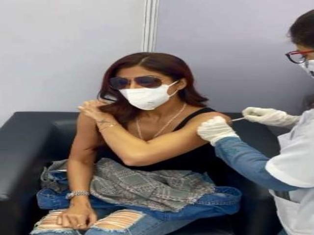 Shilpa Shetty ने लगवाई कोरोना वैक्सीन की दूसरी डोज, वीडियो शेयर कर लिखा 'पहले डोज फिर पोज'