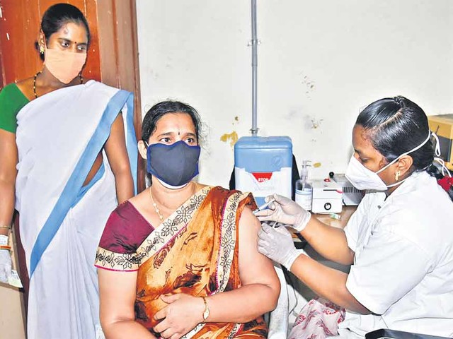 Special drive to vaccinate 3 lakh/day: CM KCR