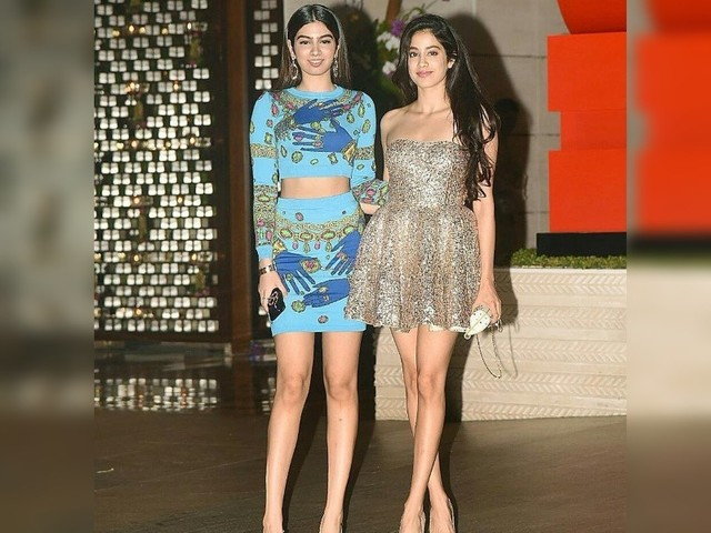 Janhvi Kapoor and Khushi Kapoor raise the glamour quotient at the Ambani bash