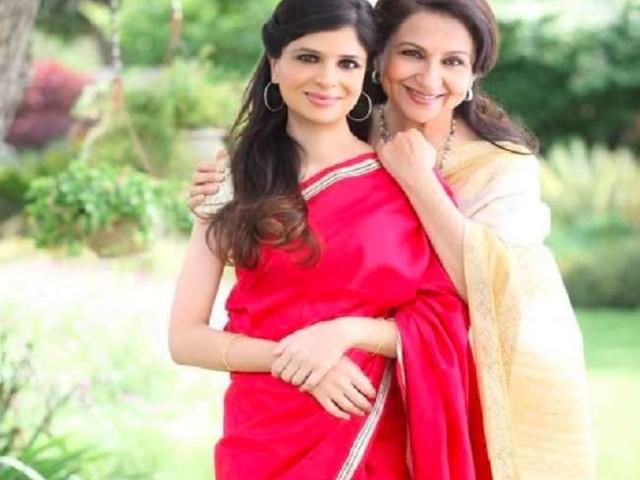 अपनी सगाई में बेहद खूबसूरत दिख रही थीं शर्मिला टैगोर, बेटी सबा ने शेयर की एक्ट्रेस की ये थ्रोबैक तस्वीर
