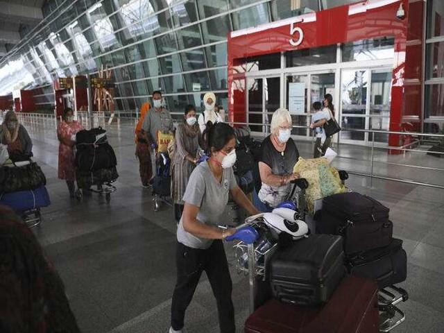 बंगाल में फ्लाइट से आने वाले यात्रियों को दिखाना होगा वैक्सीन सर्टिफिकेट या नेगेटिव आरटी-पीसीआर रिपोर्ट