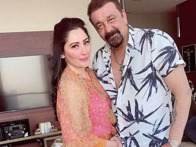 Sanjay Dutt के जन्मदिन पर पत्नी मान्यता ने शेयर की बेहद रोमांटिक तस्वीर, लिखा- आपको खुशी के पल की शुभकामनाएं...
