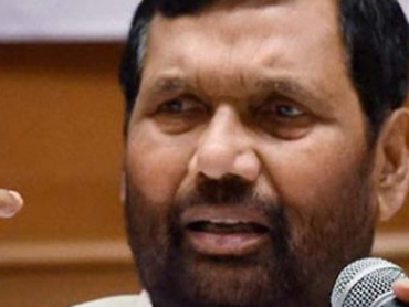सेब पर मोम की परत से केंद्रीय मंत्री राम विलास पासवान हुए नाराज