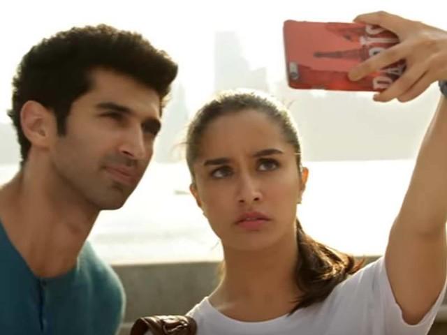 Watch: Aditya-Shraddha dial up the romance in 'Enna Sona' from 'OK Jaanu'