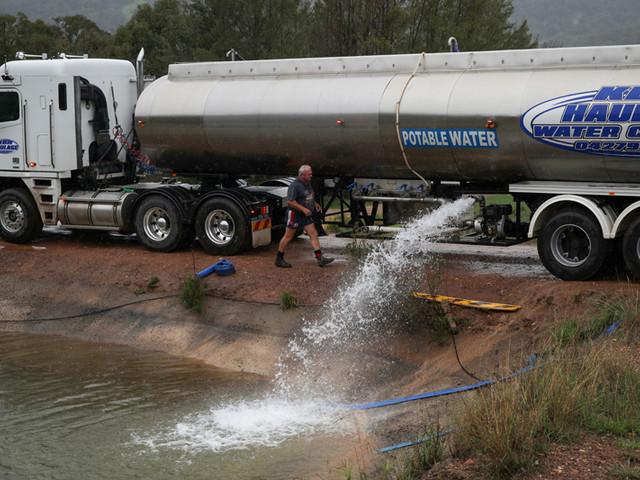 Rains mock drought-stricken Australian town as climate risks hit home