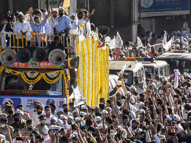 AAP wins 27 seats in the municipal corporation polls, Kejriwal holds roadshow