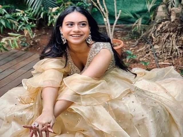 Ajay Devgn की बेटी न्यासा 'कूल एटीट्यूड' में सलून के बाहर हुईं स्पॉट, तस्वीरें हुई वायरल