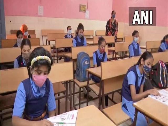 School Reopening: स्कूल खोलने को लेकर असमंजस, कई राज्यों में फिर खुल रहे स्कूल; कई में स्कूल हुए बंद