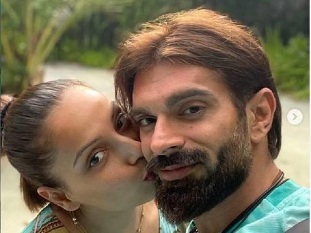 बिपाशा बसु ने पति के साथ यूं एंजॉय की मालदीव वेकेशन, सोशल मीडिया पर शेयर कीं रोमांटिक तस्वीरें