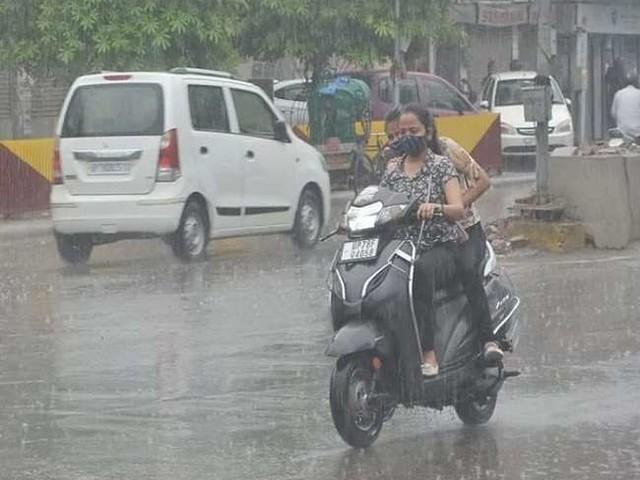 Monsoon Update: मूसलाधार बारिश से मुंबई पानी-पानी, जानें- यूपी-बिहार-दिल्ली सहित अन्य राज्यों में कब होगी भारी वर्षा