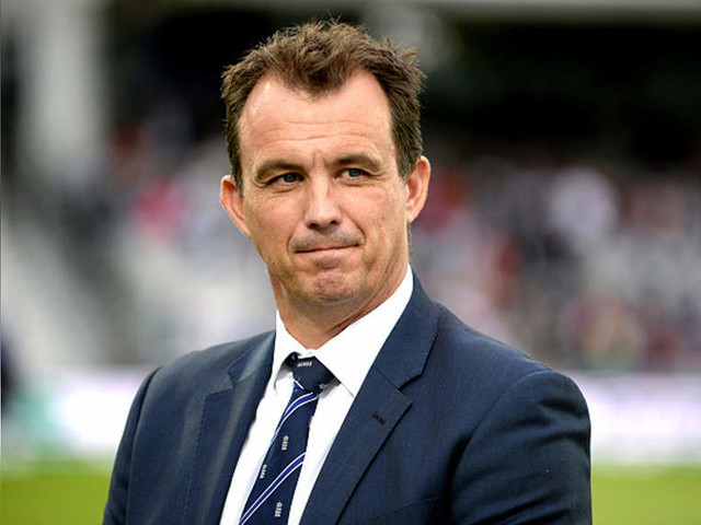 English cricket chief volunteers to take 25% pay cut