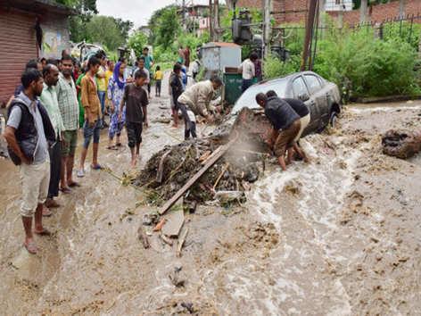 बर्बादी की बारिश: हिमाचल से केरल तक कहर