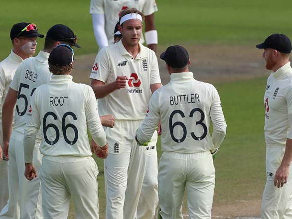 England bowl well but Pakistan lead by 244 after Day 3