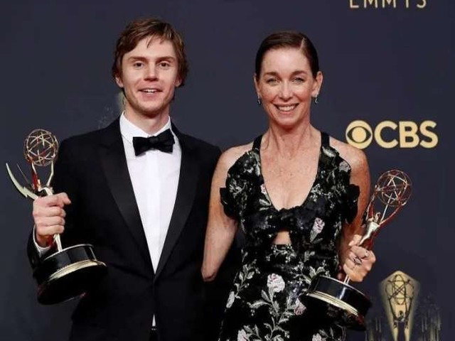 Emmy Awards 2021: 'द क्राउन' और 'टेड लास्सो' ने मचाई धूम, ये रही विनर्स की पूरी लिस्ट