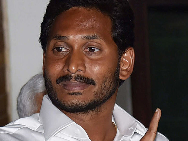 Jagan Reddy meets Governor, stakes claim to form government in Andhra