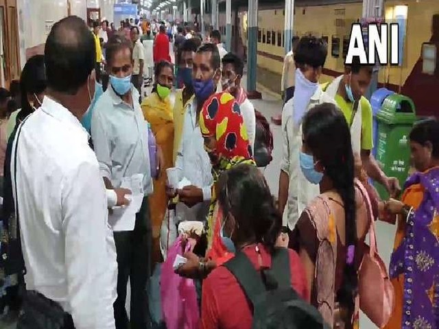 किसानों का विरोध प्रदर्शन; रेलवे ट्रैक किया जाम, यूपी के दो रेलवे स्टेशनों पर चार ट्रेनें हुई रद, पंजाब-दिल्ली रूट भी प्रभावित