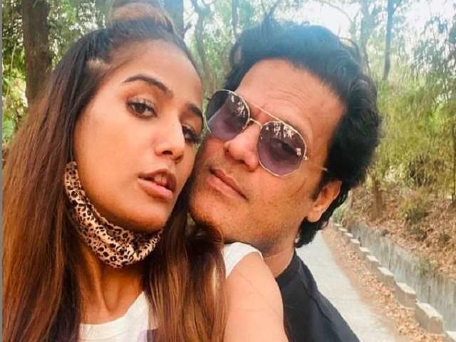 Poonam Pandey ने प्रेग्नेंसी की खबरों पर तोड़ी चुप्पी, एक्ट्रेस ने कहा- 'पेड़े बाटूंगी अगर मैं...'